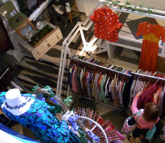 少女の夢が形になったアンティークショップ Cure Thrift Shop_b0007805_14532620.jpg