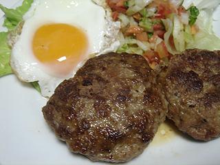 ハンバーグと鶏ささみの梅しそバルサミコ酢和え_c0025217_1648359.jpg