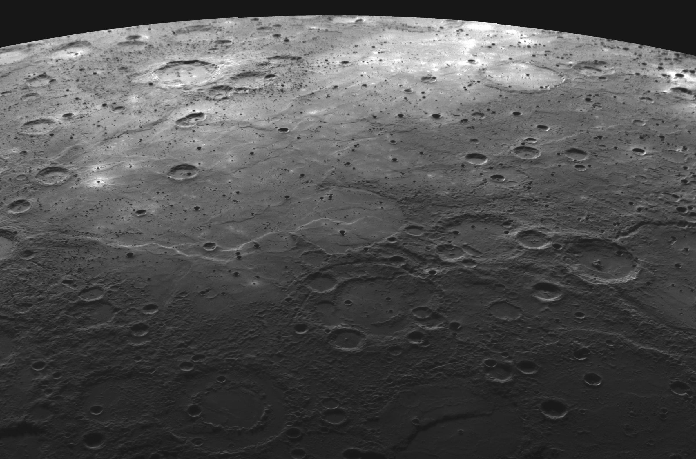 水星探査機メッセンジャーが捉えた火山性台地_d0063814_15471869.jpg