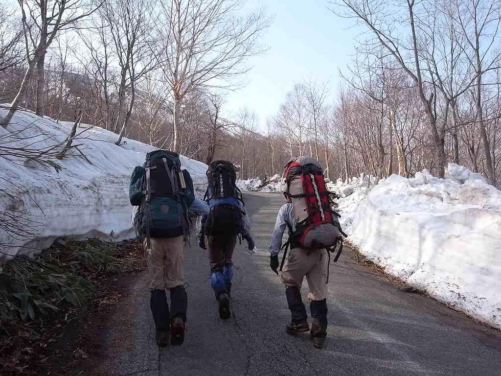 5月2日、秋田駒ヶ岳の登り-写真編-_f0138096_10382374.jpg