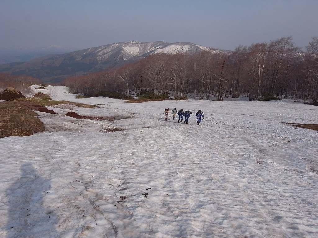 5月2日、秋田駒ヶ岳の登り-写真編-_f0138096_1038895.jpg