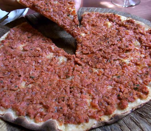 NYのNo1中東料理ピザ・レストラン Moustache Pitza_b0007805_20264094.jpg