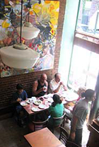 NYのNo1中東料理ピザ・レストラン Moustache Pitza_b0007805_2030013.jpg