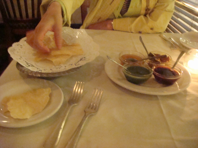 遊んだあとの食事はインド料理、_d0100880_2210293.jpg