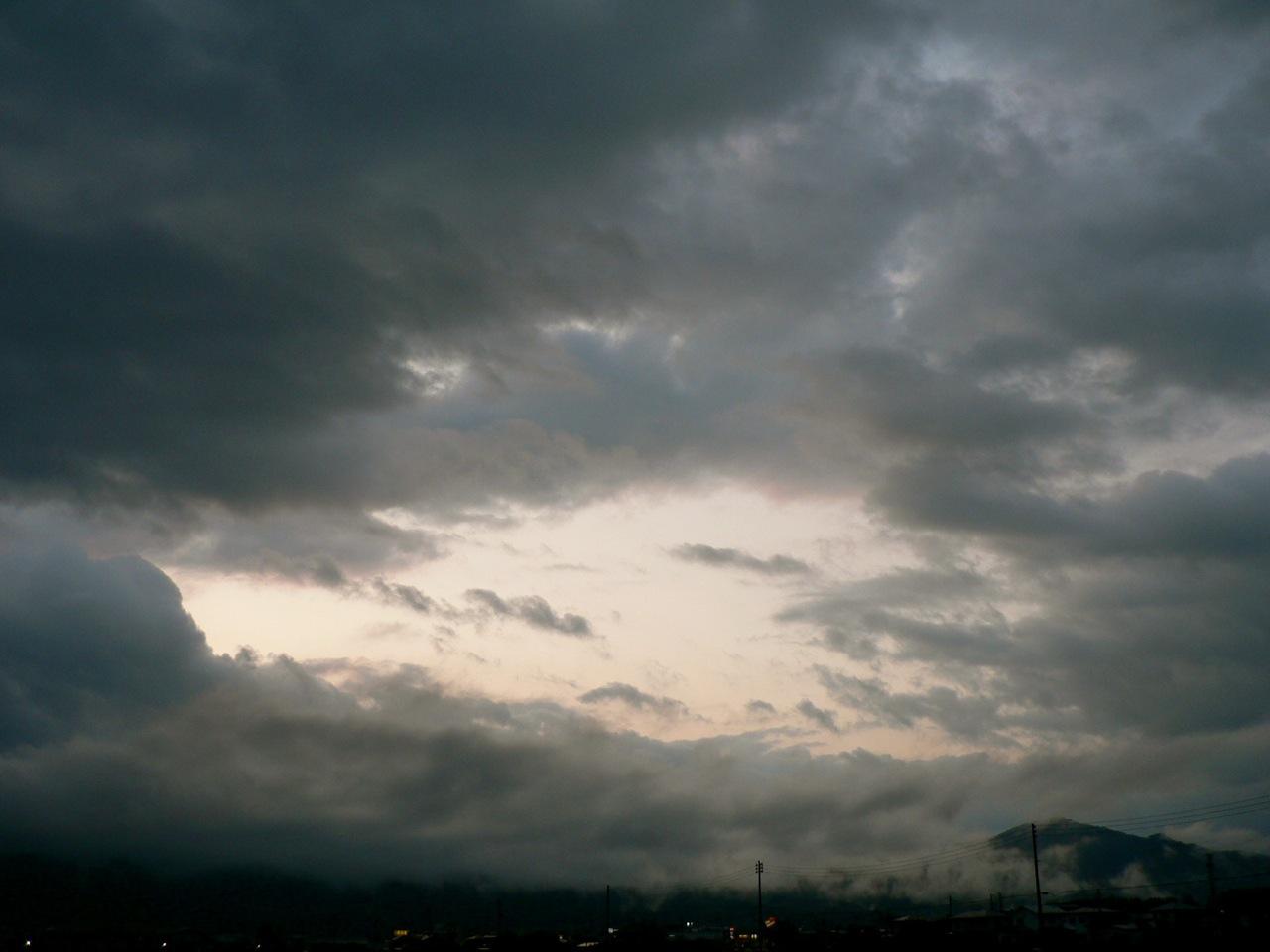 めまぐるしく変わる空模様を追ってみた_d0001843_23184616.jpg