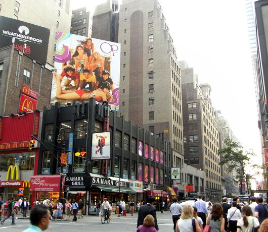 ニューヨークの看板やポスター_b0007805_14522774.jpg