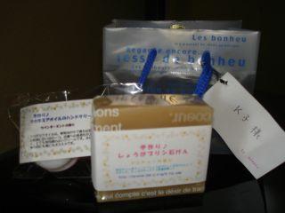 和みカフェでの商品の紹介 & マコ、花を切る!_e0166301_15112250.jpg