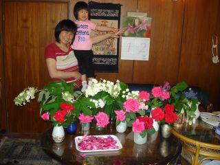 和みカフェでの商品の紹介 & マコ、花を切る!_e0166301_15344764.jpg