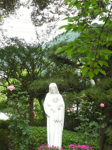 8日目 聖心修道院のミサ 「無垢なる風景-別府から代官山へ」    ブログの世界。。。*。:☆.。† _a0053662_8585320.jpg