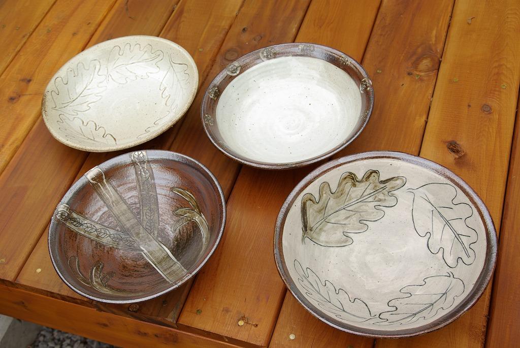 お皿と三つ足花器_a0107184_2001527.jpg