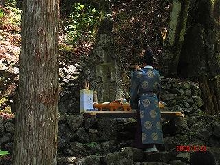 国有林内「山神」様をお祀りしました(5/23)_b0123970_21422837.jpg