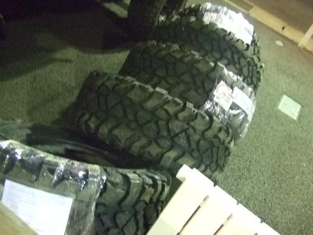 ピットブル タイヤ33×13.5×17&レースライン ホイール レネゲード5 マットブラック 17インチ_b0123820_16115922.jpg
