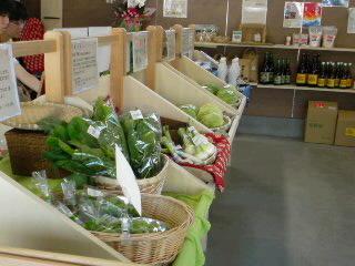 農産物直売所「さくらベーシック」と・・・ナチュレの朝市。_f0177295_1225542.jpg