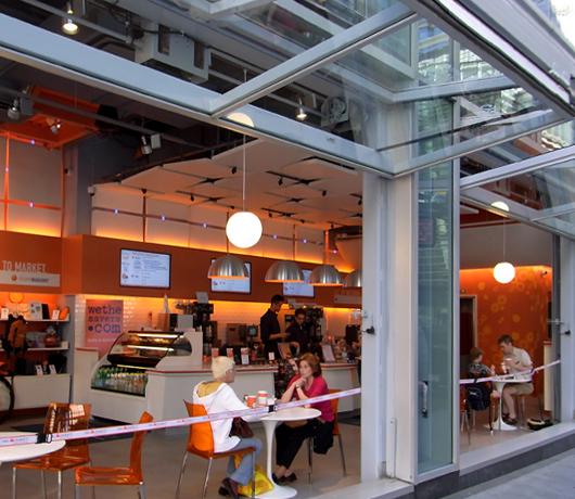 金融機関がやってるカフェ ING Direct Cafe_b0007805_5211346.jpg