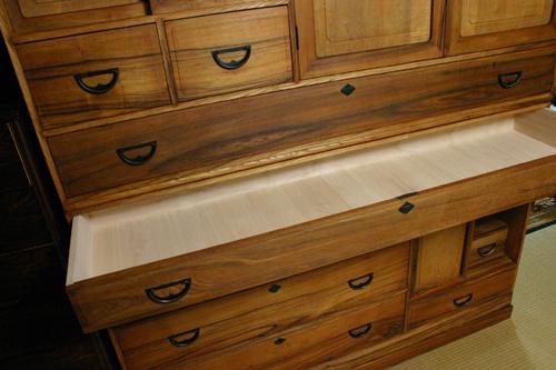 きれいになった100歳の家具 _f0171785_181172.jpg