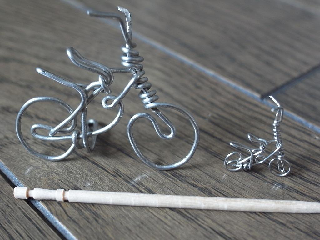 針金細工の自転車_f0138096_1138973.jpg