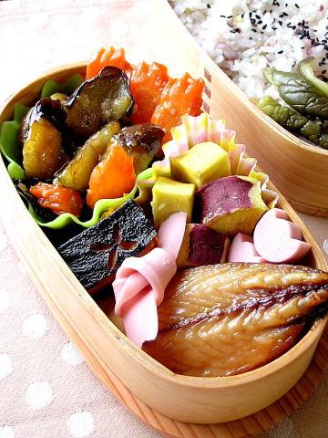 茄子の味噌炒めと塩サバのお弁当_b0171098_1151962.jpg