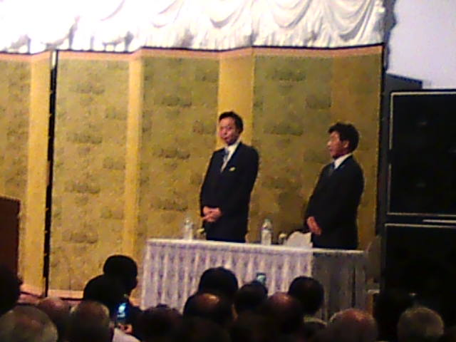 鳩山代表演説会、福山は満員どころか人があふれもみくちゃ_e0094315_2213487.jpg
