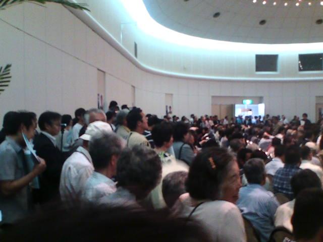 鳩山代表演説会、福山は満員どころか人があふれもみくちゃ_e0094315_221765.jpg
