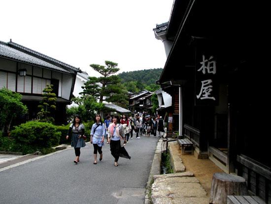 木曽路を歩く 3.妻籠宿_e0048413_11395210.jpg