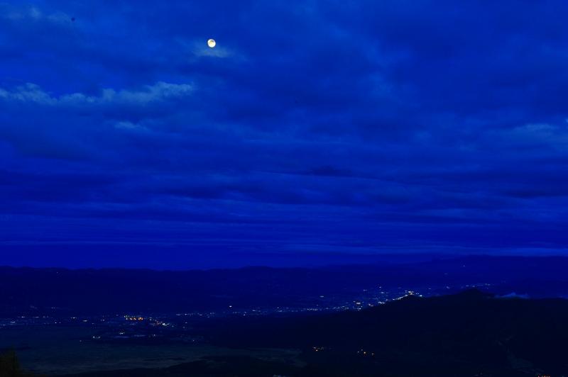 初夏の月  石の恩返し_f0050534_1839839.jpg