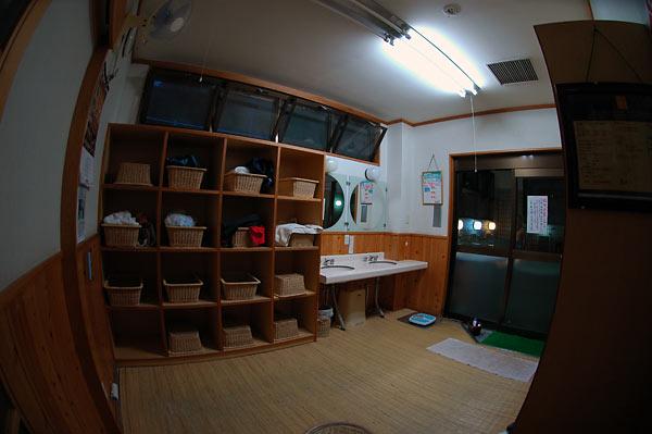 田沢温泉・温泉センター共同浴場「有乳湯」(源泉:田沢温泉2号・3号)_c0043361_2243892.jpg