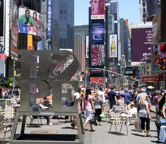 希望の彫刻がタイムズスクエアに登場! _b0007805_22444868.jpg