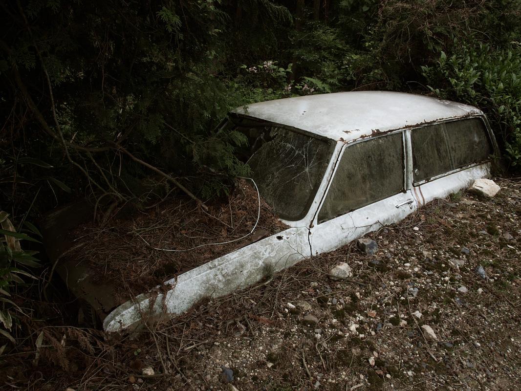 埋もれた車_f0021869_23173838.jpg