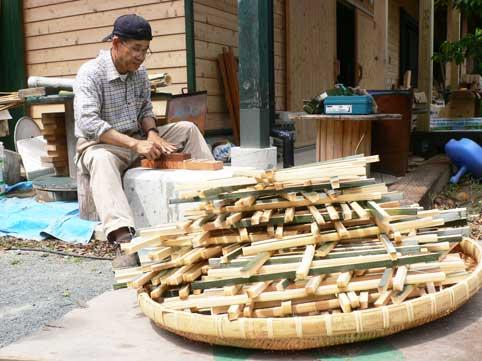 豊川東部小学校地区の孟宗竹を伐採し竹箸づくりの準備竹加工と電工ナイフの研... 東部小学校5年生