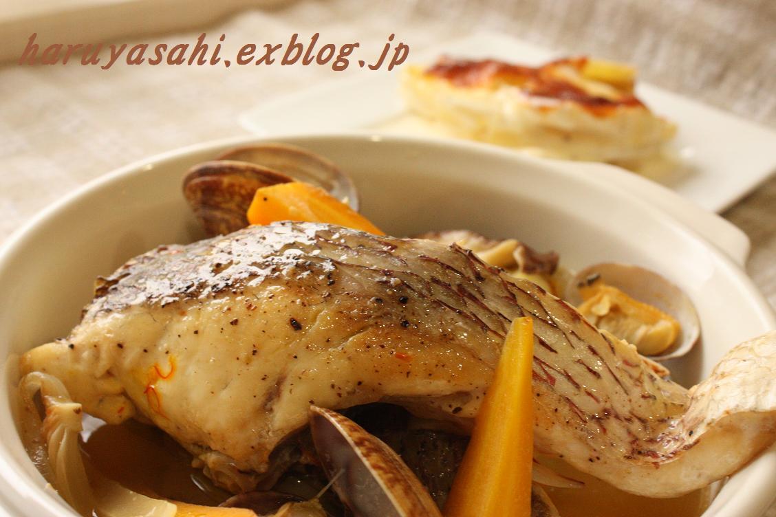 お魚のスープ煮と芋グラタン。_b0165178_20192684.jpg