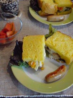 はたけんぼ新鮮便と・・・にんじんパンの蒸し鶏サンド。_f0177295_10324376.jpg