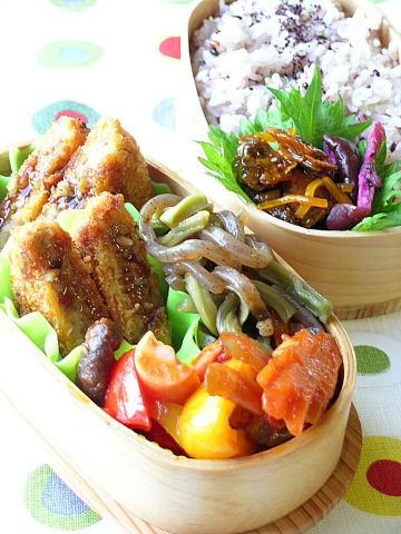 メンチカツ と 蒟蒻と山クラゲの煮物弁当_b0171098_6494721.jpg