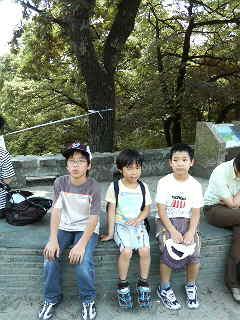 子供たちと高尾山_a0075684_12282322.jpg