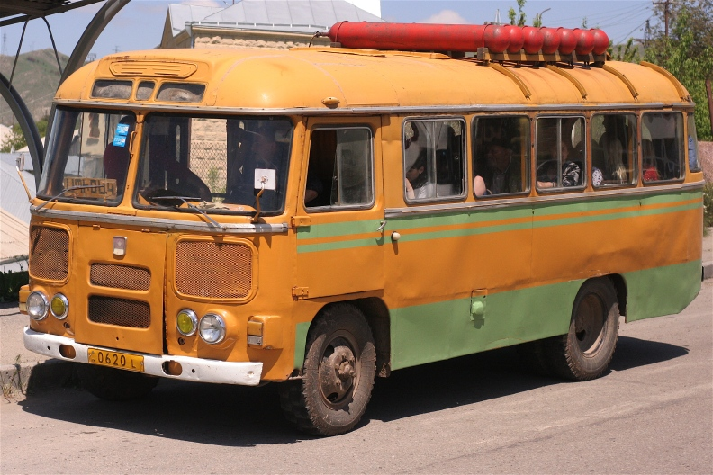 Armenia2 アルメニアで見かけた車たち_d0133581_0144436.jpg