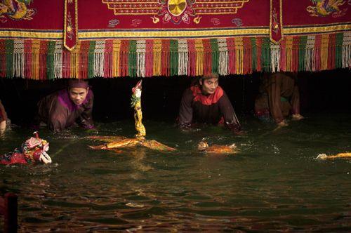 ベトナム,ハノイ、水上人形劇_d0148902_2274964.jpg