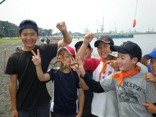 宮谷小学校 タコが良く釣れました。_f0175450_1017837.jpg