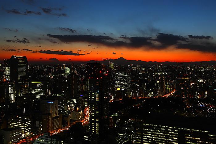都会の夕暮れ。。。_e0139093_5395164.jpg