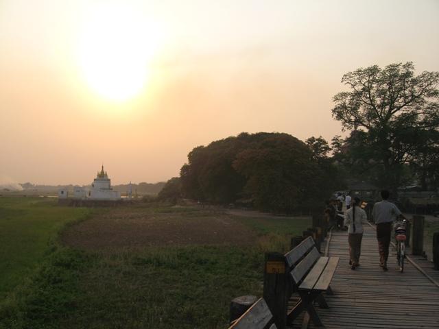 アマラプラの夏の風景_c0199460_1173737.jpg
