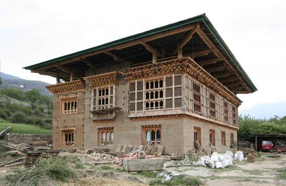 ブータン建築紀行15:工事中の民家 1_e0054299_10403295.jpg