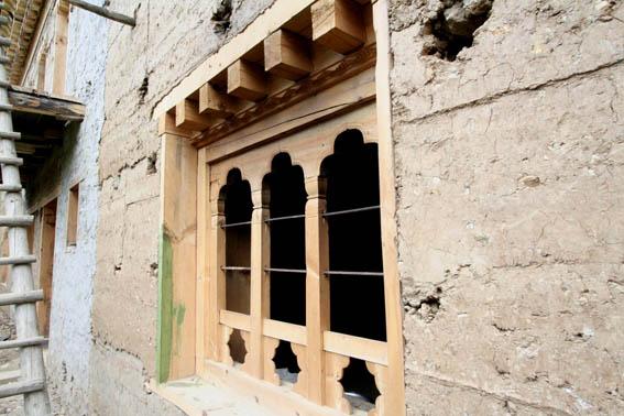 ブータン建築紀行15:工事中の民家 1_e0054299_10405958.jpg