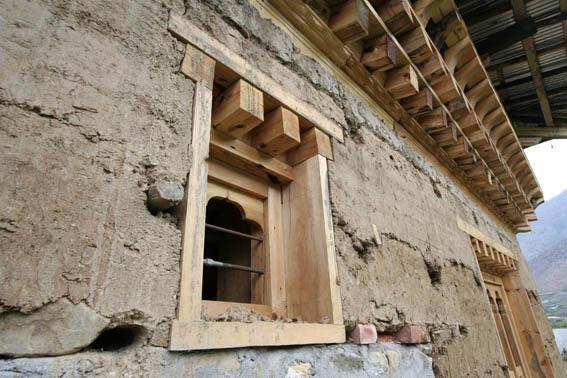 ブータン建築紀行15:工事中の民家 1_e0054299_10412020.jpg
