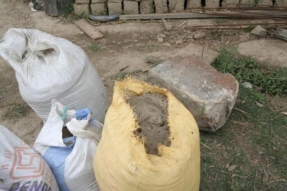 ブータン建築紀行15:工事中の民家 1_e0054299_10421458.jpg