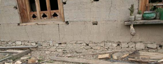 ブータン建築紀行15:工事中の民家 1_e0054299_1042155.jpg