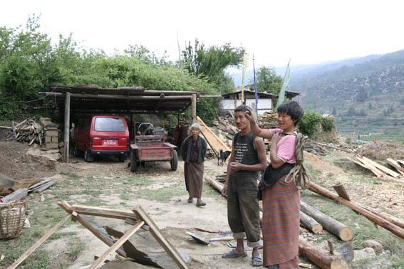 ブータン建築紀行15:工事中の民家 1_e0054299_10423754.jpg