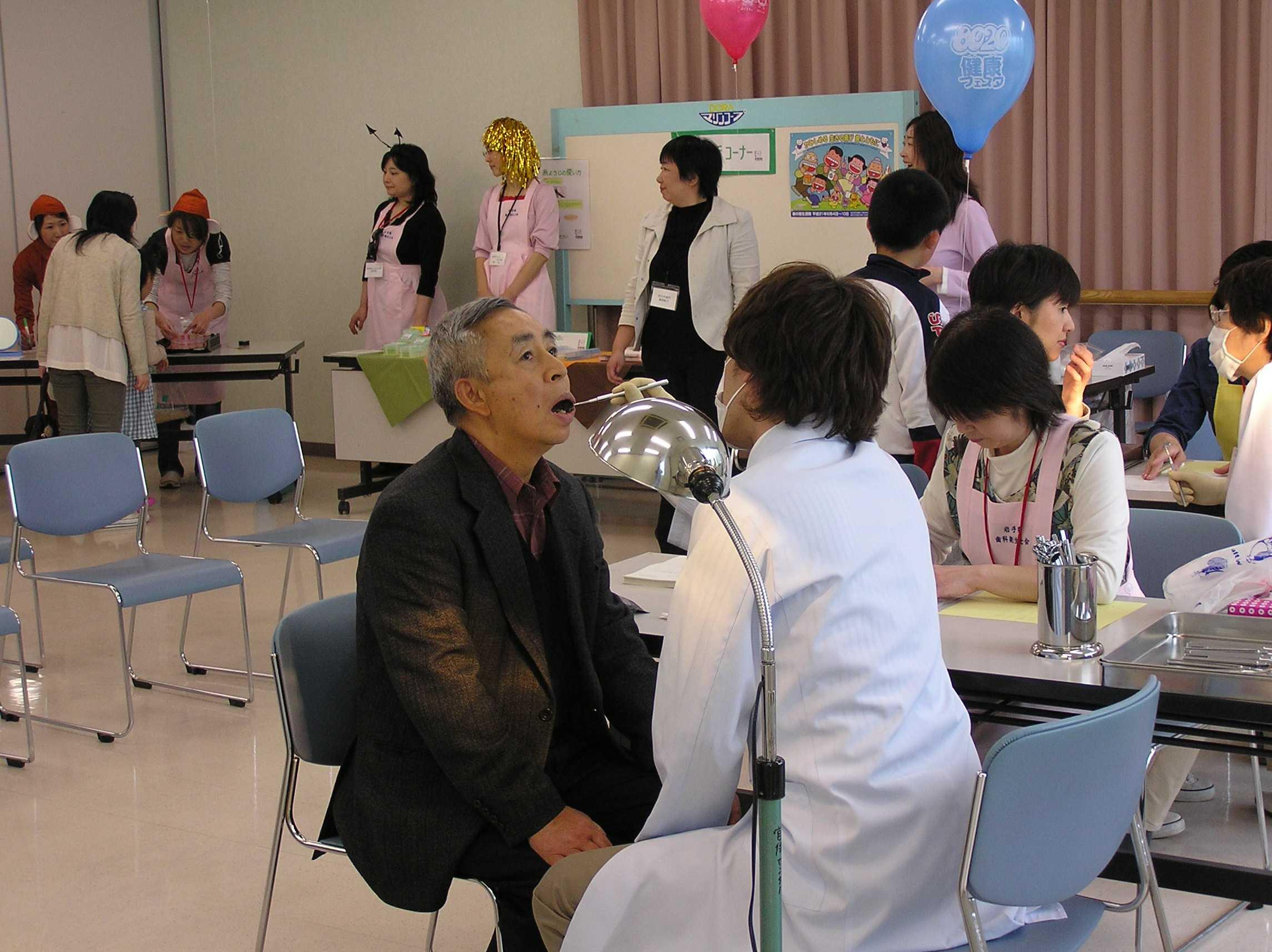 平成21年度 歯の衛生週間フェスティバル 当日の様子_f0077938_1441396.jpg