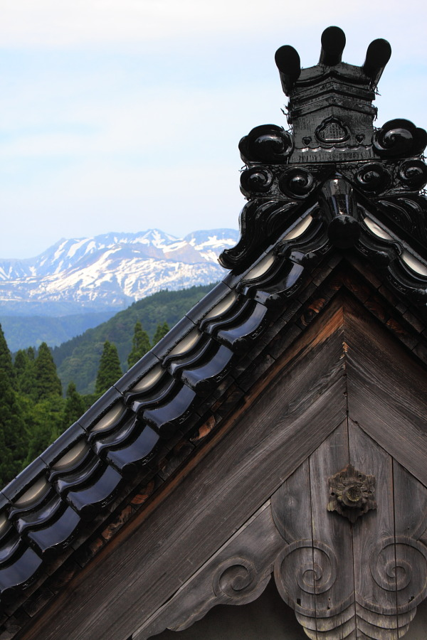 「寺と立山と鬼瓦」_b0157849_044623.jpg