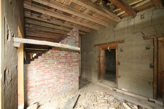 ブータン建築紀行 17:改修工事中の民家  3_e0054299_1654461.jpg