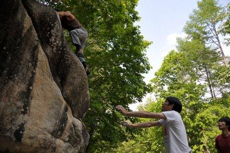 小川山 2009 (18) 水晶スラブ下⇒玄関岩⇒石楠花_a0016346_1032993.jpg