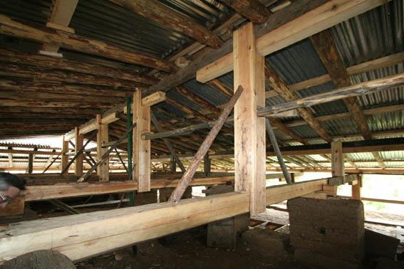 ブータン建築紀行 19:改修工事中の民家 5_e0054299_9245156.jpg