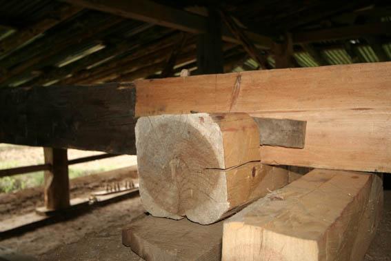 ブータン建築紀行 19:改修工事中の民家 5_e0054299_9252957.jpg
